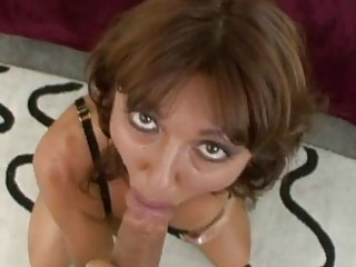 steamy awesome momma desi foxx munches a huge