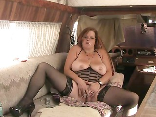 bbw old copulates bottom with vibrator while