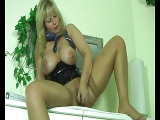heavy heavy blond mature babe pushing dildo her