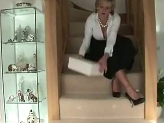 cougar girl sandy gets off