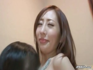 tiny chest japanese milf gets her pussy part5