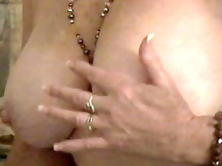 mature bbw dildoing and spurting on cam