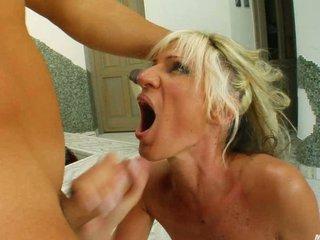 woman merci facial