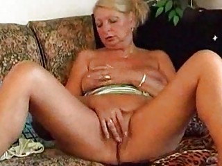 elderly tanja devices and cums at house