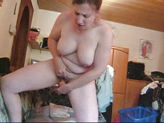 maiden frigs herself off standing up
