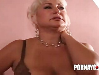 elderly heavy lady gives cock sucking and bangs