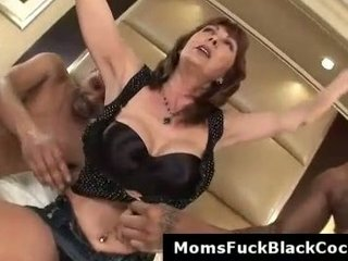 cougar desi is a ebony penis bitch that worships