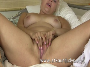 voluptous blond mother id enjoy to copulate from