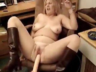 hot plump mature babe smoking 2