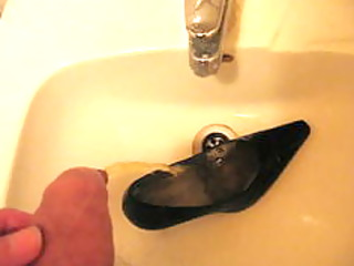 peeing into wifes high heel shoe