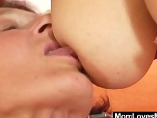 extremly shaggy hairy granny takes lesbian with